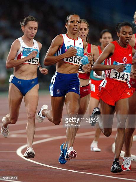 Great Britain's Kelly Holmes on her way to winning the Womens 1500 metres at the Olympic Games in Athens Greece Saturday August 28th 2004