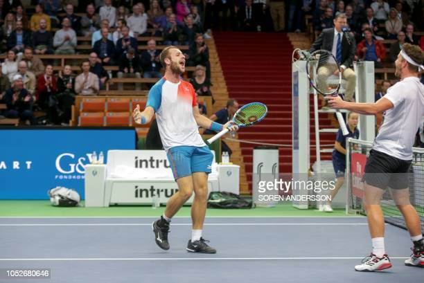 Great Britain's Luke Bambridge and Jonny O'Mara react after winning over NewZealand's Marcus Daniell and Netherlands' Wesley Koolhof their doubles...
