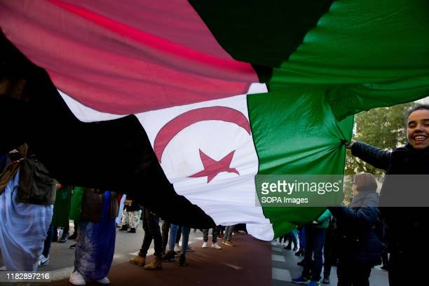 Great flag of Western Sahara during the demonstration. Thousands of Saharawis arrive from all over Spain to demand the end of Morocco's occupation in...