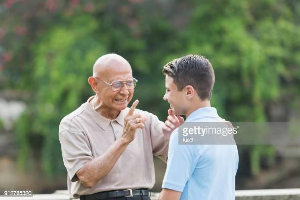 ティーンエイ ジャーへの助言の曽祖父
