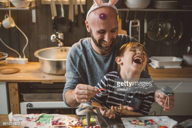 great moments in family life - pasqua foto e immagini stock