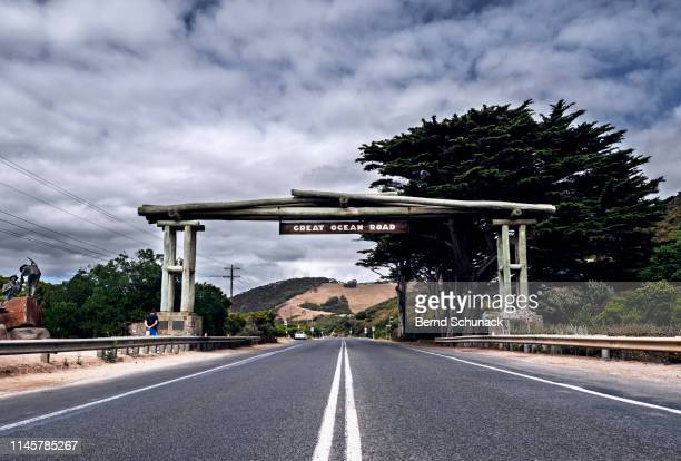 great ocean road sign at eastern view - bernd schunack stock-fotos und bilder