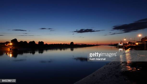 great ouse at night, king's lynn - king's lynn stock pictures, royalty-free photos & images