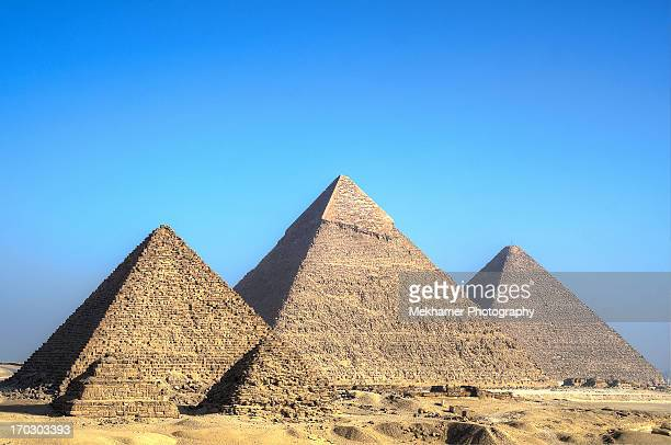 great pyramid of giza - giza pyramids stock pictures, royalty-free photos & images