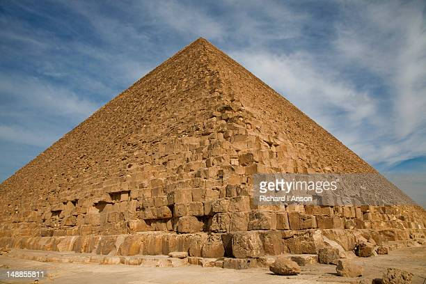 great pyramid of khufu (cheops) at giza. - giza stock pictures, royalty-free photos & images