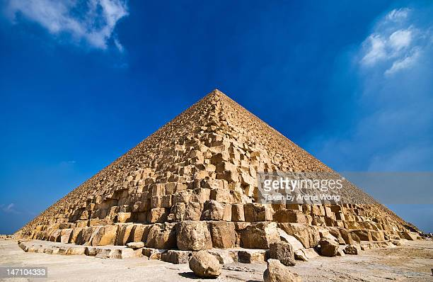 great pyramid of khufu - giza pyramids stock pictures, royalty-free photos & images