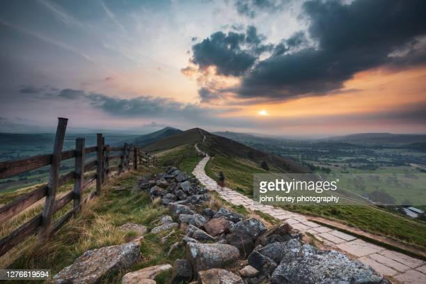 great ridge september sunrise, castleton, derbyshire peak district. uk - peak district national park stock pictures, royalty-free photos & images