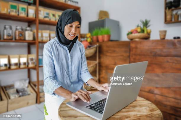 great sales report this month - indonesia stock pictures, royalty-free photos & images