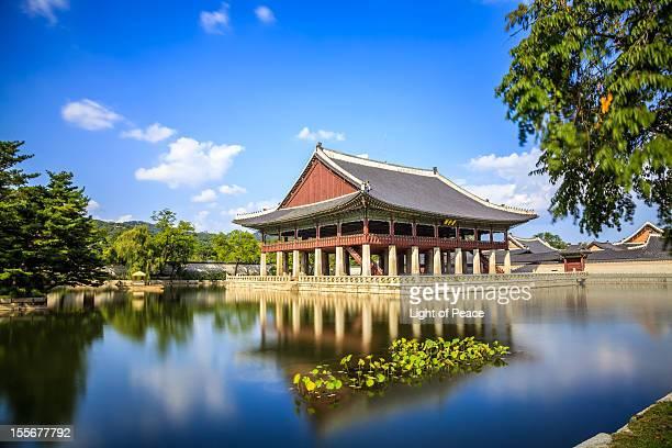 great south korean royal palace, gyeongbokgung - gyeongbokgung stock photos and pictures