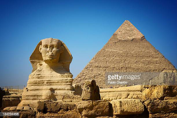 great sphinx and pyramid of khafre - pyramid stock pictures, royalty-free photos & images