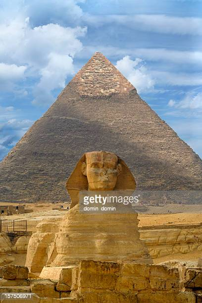 great sphinx of giza against the great pyramid, giza, egypt - giza stock pictures, royalty-free photos & images