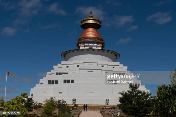great stupa, bendigo, australia - 仏陀の目 ストックフォトと画像