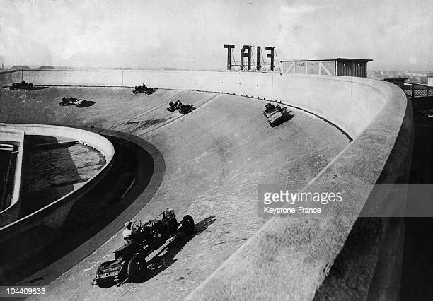 Great test speedway has been built on the roof of the huge FIAT factory at Turin, Italy.The FIAT organization as a whole is an enormous and complex...