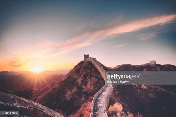 great wall of china against sky during sunset - great wall of china stock pictures, royalty-free photos & images