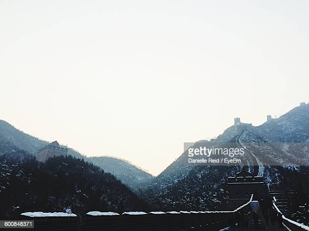 great wall of china against sky during winter - danielle reid stock pictures, royalty-free photos & images