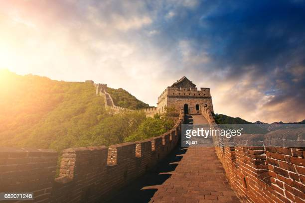 great wall of china at sunset - great wall of china stock pictures, royalty-free photos & images