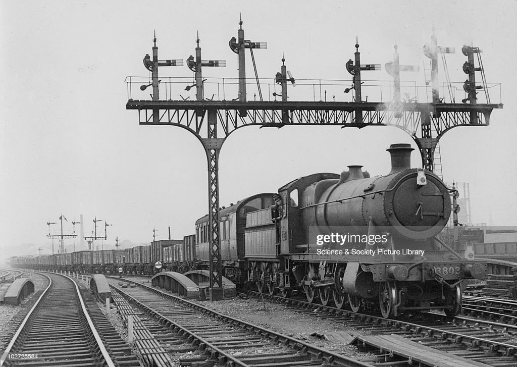 Great Western Railway (GWR) 2-8-0 no. 3803 at Ferme Park, 25th August 1948. (CCB Herbert, M_4868). : News Photo