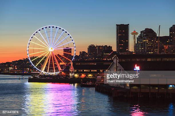 great wheel and waterfront - seattle stock pictures, royalty-free photos & images
