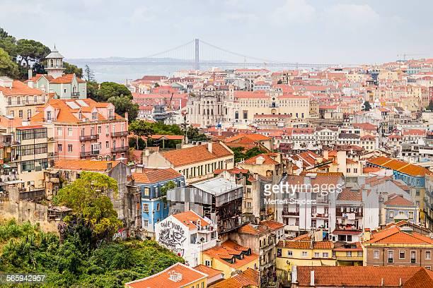 greater lisbon cityscape - merten snijders stockfoto's en -beelden