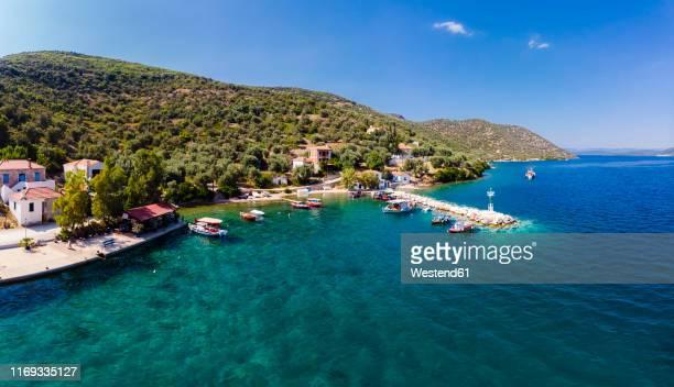 greece, aegean sea, pagasetic gulf, peninsula pelion, aerial view of fishing village and bay of kottes - peninsula de grecia fotografías e imágenes de stock