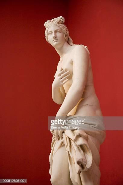 greece, athens, national museum of archaeology, statue of aphrodite - kunstskulptur stock-fotos und bilder