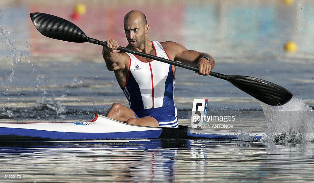 British Ian Wynne charges to first place during the Men's K1 500m semi-finals for the Athens 2004 Olympic Games at the Schinias Rowing and Canoeing Center, outside Athens, 26 August 2004.