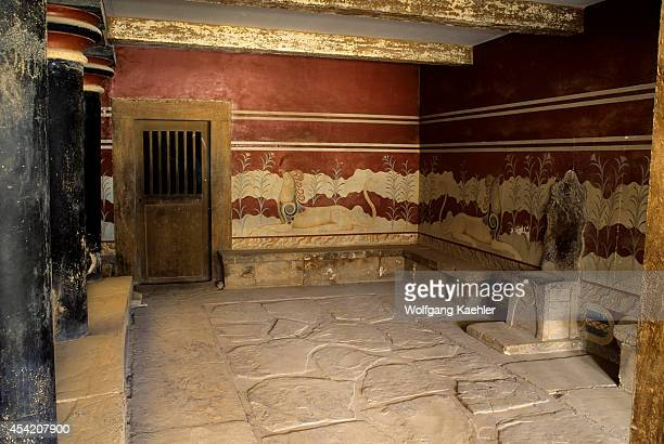 Greece Crete Herakleon Palace Of Knossos The Throne Room With Griffin Fresco