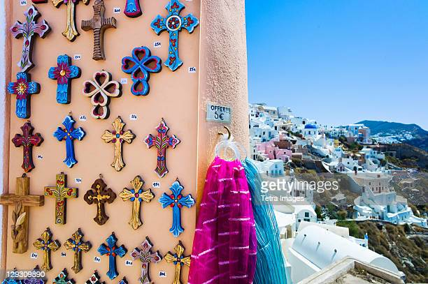 greece, cyclades islands, santorini, oia, souvenirs outside shop - oia santorini foto e immagini stock