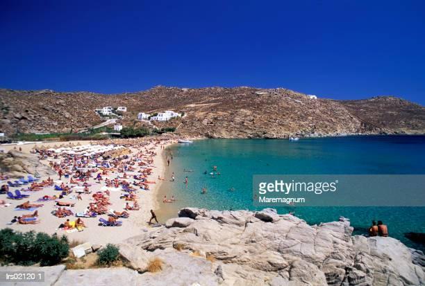 greece, cyclades. mykonos island. superparadise beach - ver a hora stockfoto's en -beelden