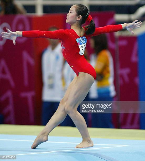 Fei Cheng of China performs on the floor in the women's Artistic Gymnastics qualifications, 15 August 2004 at the Olympic Indoor Hall during the...