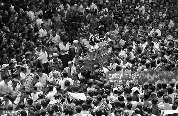 Funeral Of Sotiris Petroulas A Student Killed By The Police 1965 A Athènes obsèques et cortège de l'étudiant tué par la police lors d'une...