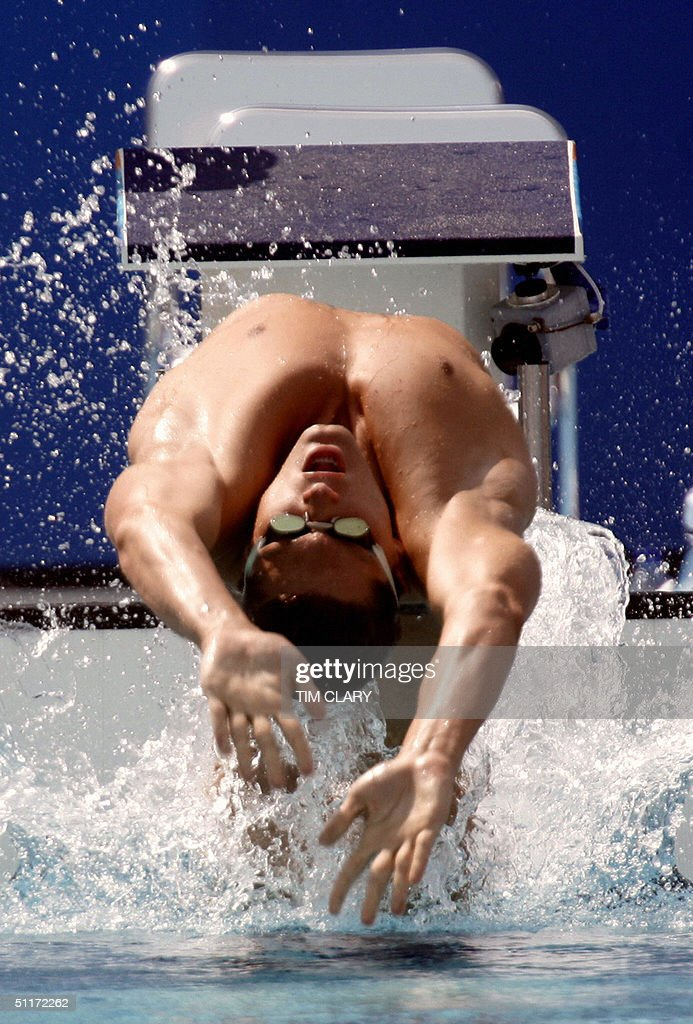 Lenny Krayzelburg competes in the men's 100m backsroke, heat 6, at the 2004 Olympic Games at the Olympic Aquatic Center in Athens, 15 August 2004.