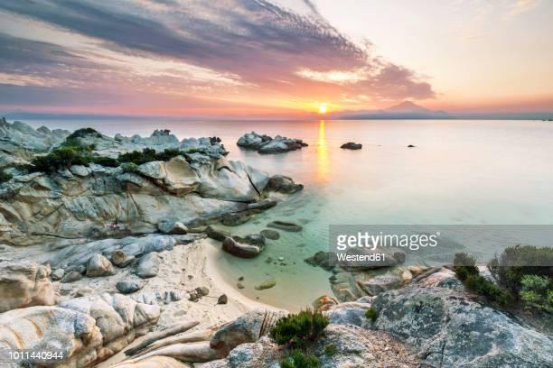 greece, macedonia, chalkidiki, sarti, orange beach at sunset - peninsula de grecia fotografías e imágenes de stock