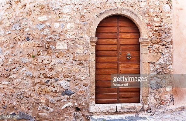 greece, monemvasia, wooden door in old town - monemvasia - fotografias e filmes do acervo