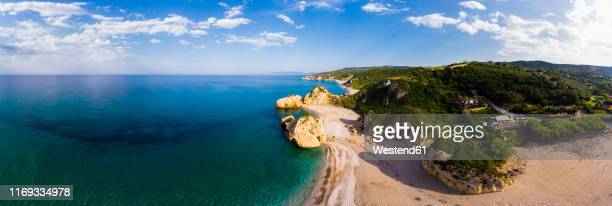 greece, pelion, pagasetic gulf, sound of trikeri, pelion, aerial view of rocky coast, beach - peninsula de grecia fotografías e imágenes de stock
