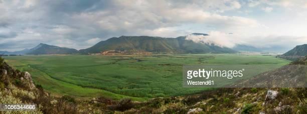 greece, peloponnese, corinthia, stymfalia, panoramic view of ancient plateau, lake stymphalia - 台地 ストックフォトと画像