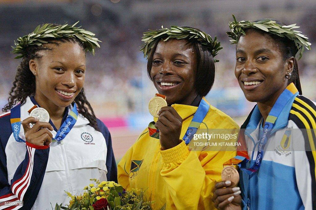 (From L) Silver medalist Allyson Felix o : News Photo