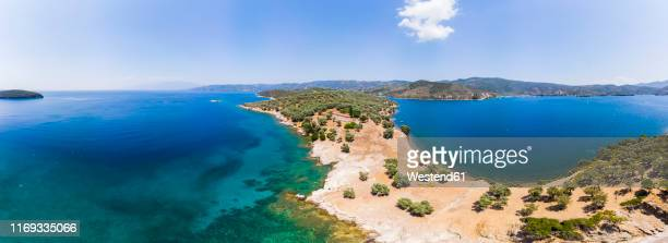 greece, thessalia, volos, pagasetic gulf, peninsula pelion, sound of trikeri, aerial view from bay of milina to island alatas - peninsula de grecia fotografías e imágenes de stock
