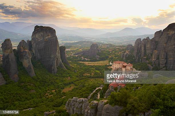 greece, thessaly, meteora, roussanou monastery - thessaly stock pictures, royalty-free photos & images