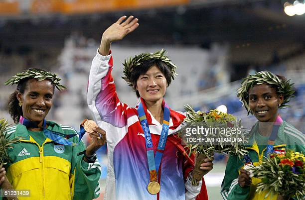 Women's 10000m gold medal winner Xing Huina of China Ethiopians silver medal winner Ejegayehu Dibaba and bronze winner Derartu Tulu stand on the...