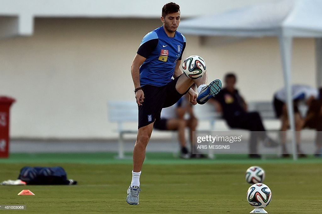 FBL-WC-2014-GRE-TRAINING : News Photo