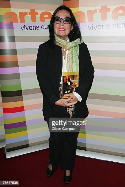 Greece's singer Nana Mouskouri poses as she attends the premiere for Monsieur Max on September 10, 2007 in Paris , France.