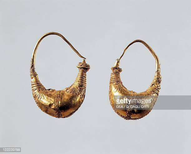 Greek civilization 4th3rd century bC Goldsmithery Gold earrings