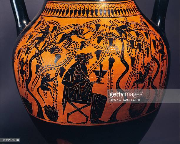 Greek civilization 6th century bC Blackfigure pottery Amphora by the Painter of Priam 520510 bC Detail a man drinking among the vineyards