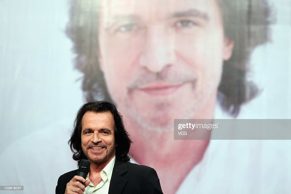 Yanni Press Conference In Beijing