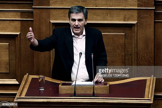 Greek finance minister Euclid Tsakalotos delivers a speech during a parliamentary session in Athens on December 10 2016 / AFP / Angelos Tzortzinis