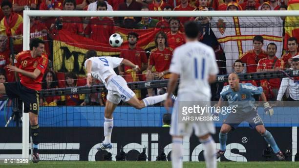 Greek forward Angelos Charisteas scores a goal against Spanish goalkeeper Jose Manuel Reina and Spanish midfielder Xabi Alonso during the Euro 2008...