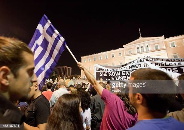 ギリシャ'indignant'シンタグマ広場の抗議 - ギリシャ国会議事堂 ストックフォトと画像