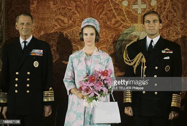 King Constantine Ii In Denmark Au Danemark dans la demeure royale de gauche à droite le roi Frédéric IX en unifrome sa fille AnneMarie de Danemark en...
