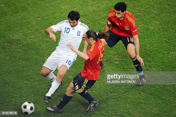 Greek midfielder Georgios Karagounis vies for the ball with Spanish forward Sergio Garcia and Spanish defender Alvaro Arbeloa during their Euro 2008...